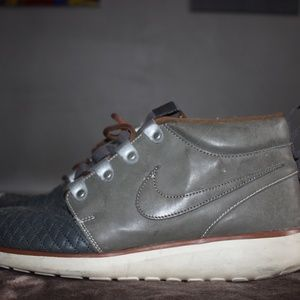 Nike Leather Mid Boot Roshe Run size 10